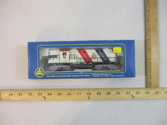 AHM GP-18 Locomotive 1776 Seaboard Coast Line, HO Scale, in original box, 14 oz