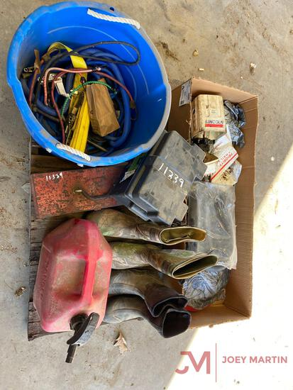 LINCOLN PNEUMATIC, WATER BOOTS, GAS CAN, SNAP ON TOOL BOX