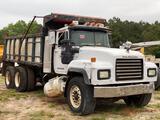 2000 MACK RD690S T/A DUMP TRUCK