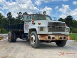 1990 FORD F700 S/A FLATBED TRUCK
