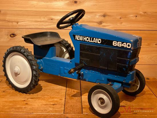 ERTL NEW HOLLAND 6640 PEDAL TRACTOR