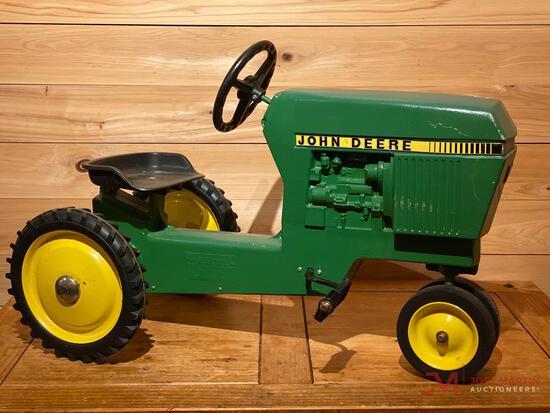 JOHN DEERE MODEL 520 PEDAL TRACTOR