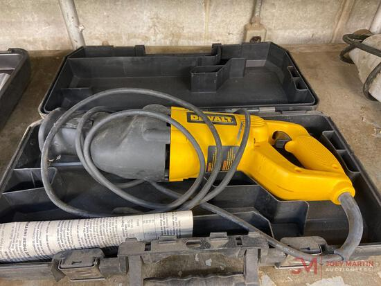 DEWALT ELECTRIC RECIPROCATING SAW WITH CASE