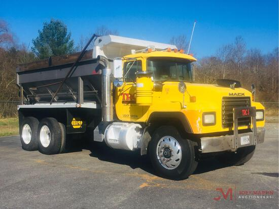 2000 MACK RD688S T/A SPREADER TRUCK
