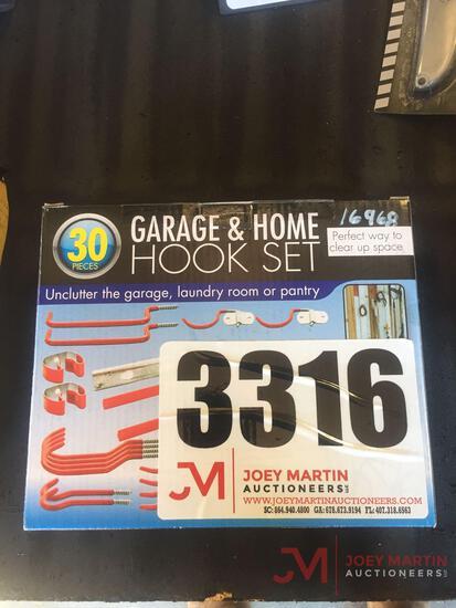30 PIECE GARAGE HOOK SET