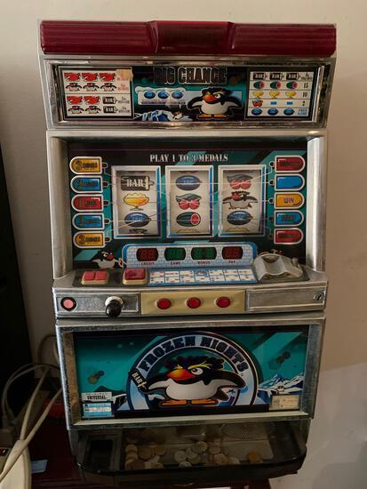 Universal Frozen Nights pachislo slot machine