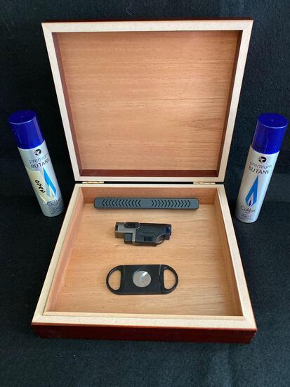 Cigar thermidor, JetTorch lighter and cigar cutter