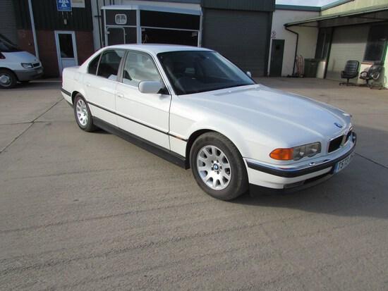1999 BMW 735i (E38)