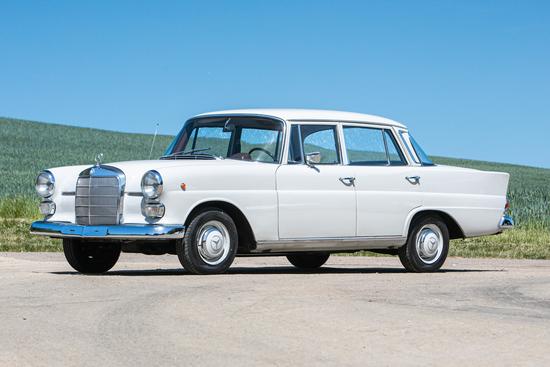 1966 Mercedes-Benz 200 (W110) 'Fintail'