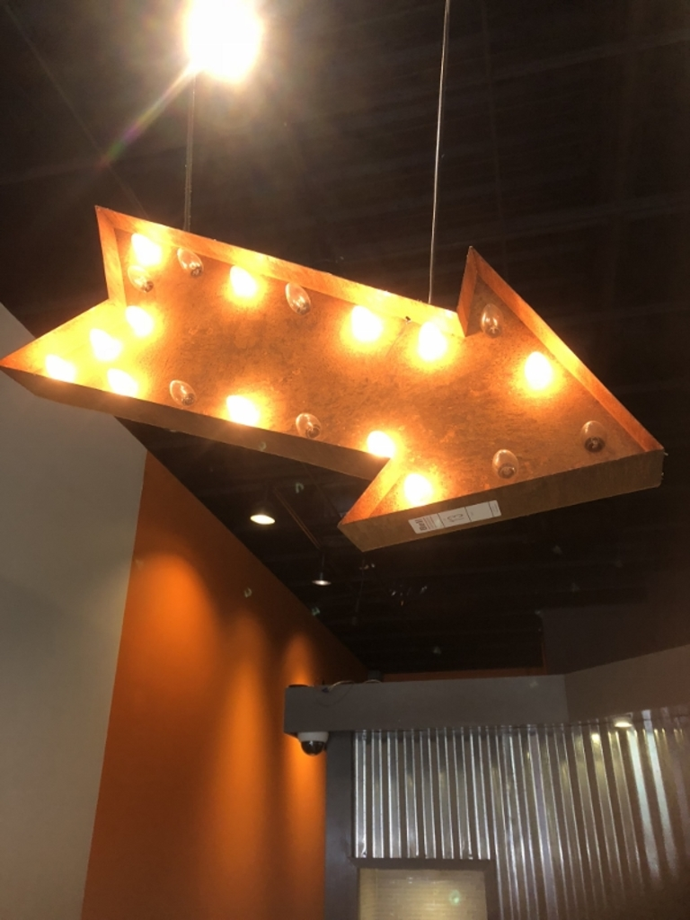 ARROW HANGING LIGHT