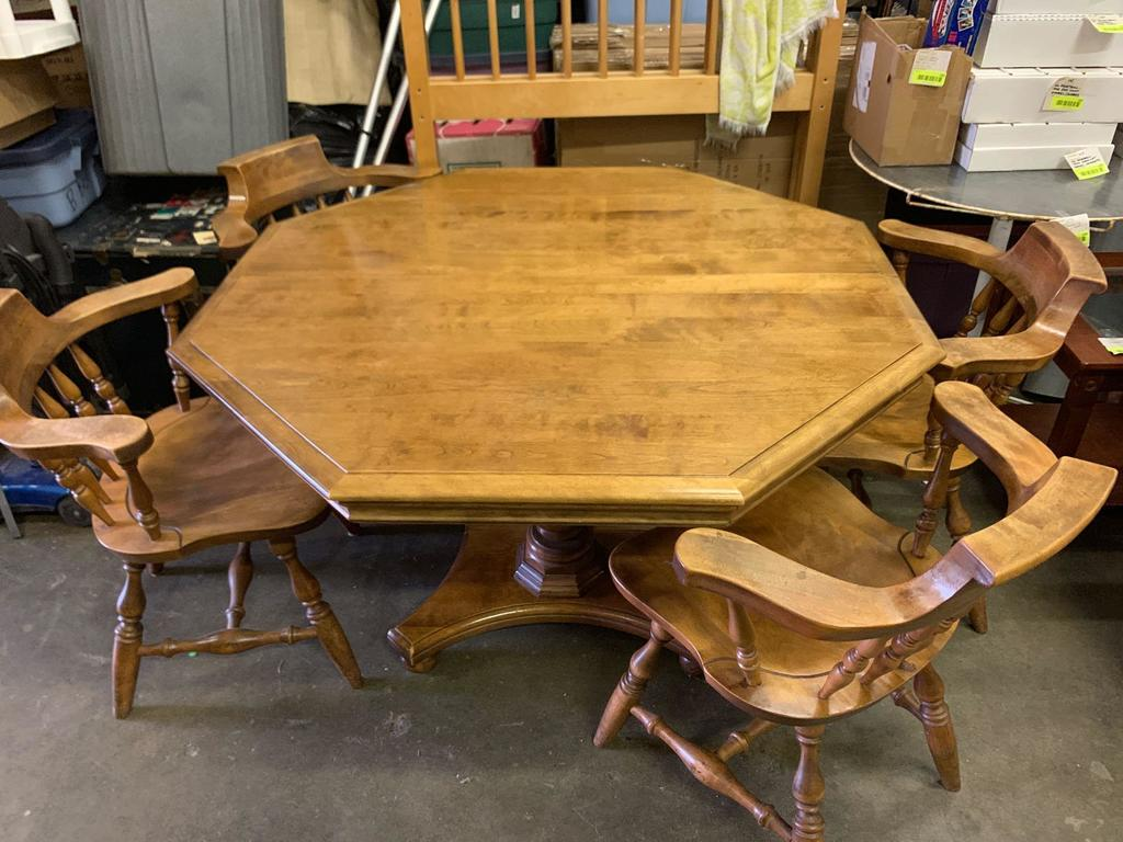 Lot: Octagon Dining Room Table with 2 Leaves and 4 Chairs ...