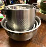 4 Mixing Bowls, Strainer, Sifter etc