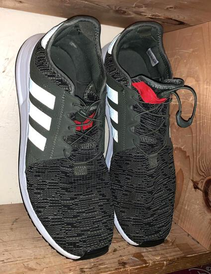 Men's Adidas Shoes Size 11.5 (Look Like New)