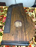 Antique Mandolin Harp (Musikgesci)