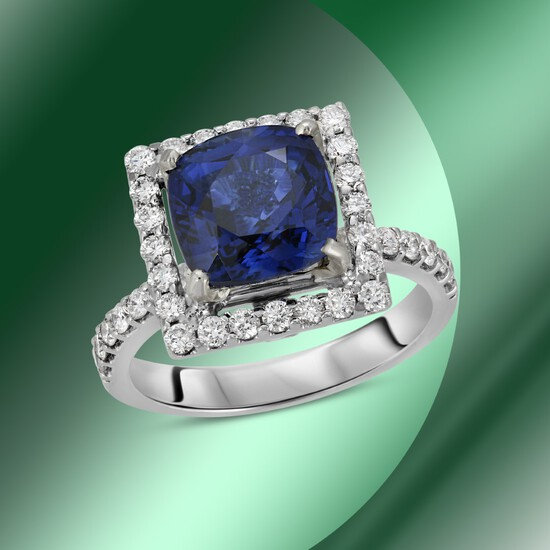 18K Gold 3.24cts Sapphire & 1.15cts Diamond Ring