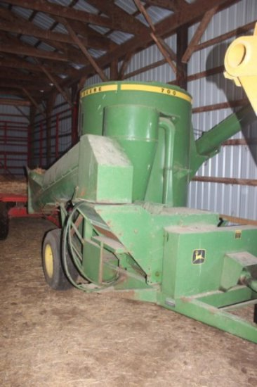 John Deere 700 Hammer Mill