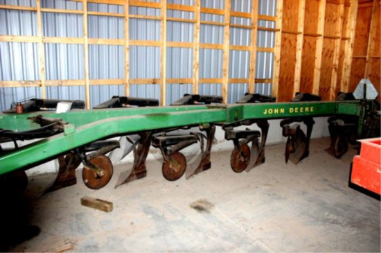 John Deere 2700 Plough