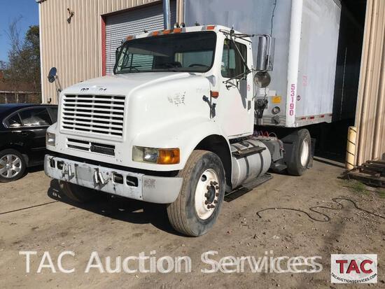 2002 International 8100 S/A