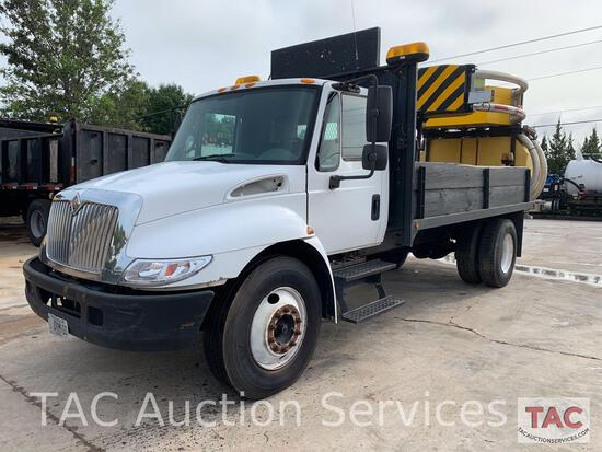 2007 International 4300 w/ Attenuator