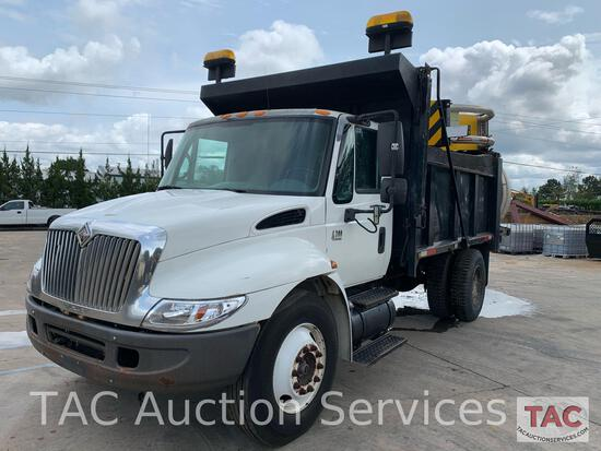 2002 International 4300 w/ Attenuator