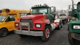 2000 Mack RD688S Tractor