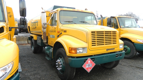 2002 International 4900 Oil Truck