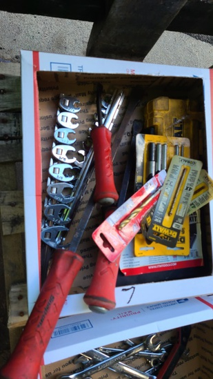Lot - crows feat, snap on pry bars, drill bits,