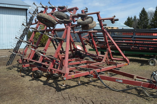 Case IH 4600 28 ft. Vibra Shank field cultivator with harrow