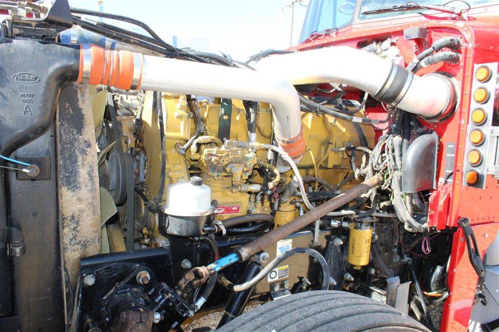 Lot: PETERBILT 379 Day Cab, 435 Caterpillar Engine, 10 Speed