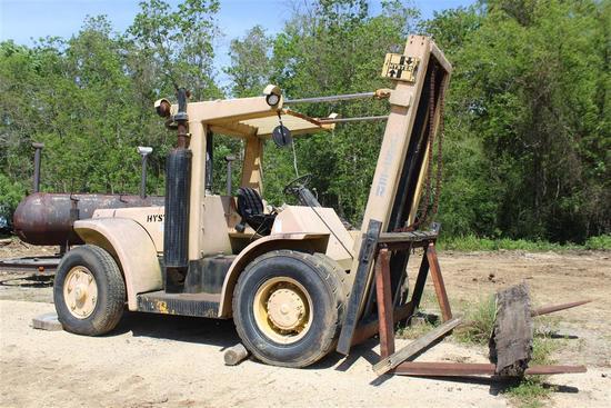 HYSTER 15,000 lb Cap Forklift