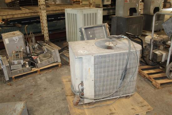 LOT OF AIR CONDITIONERS (2) PARTS ONLY (1) AMERICAN STANDARD 7B0060C100A03700