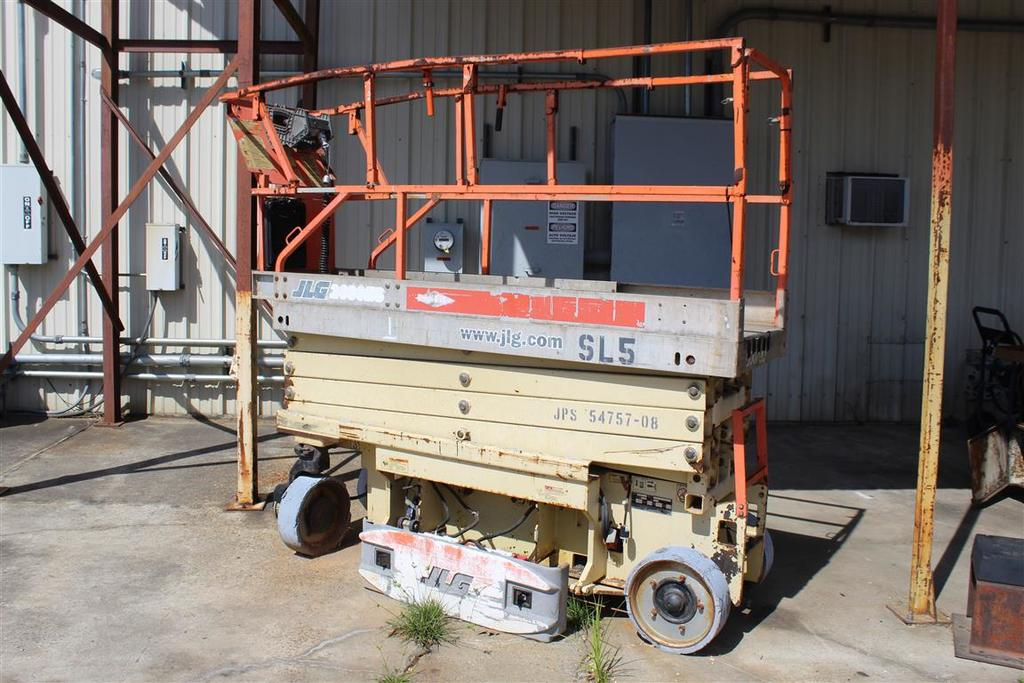 JLG 2630 - ES Scissor Lift, up to 20' lift, 800lbs max, 285.9 hrs, s/n 0200120919