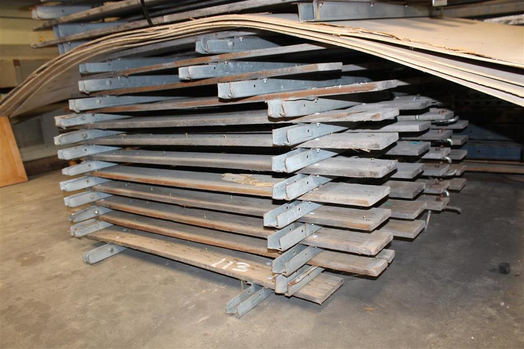 PALLET OF WOOD GATES (AUTOMOTIVE)
