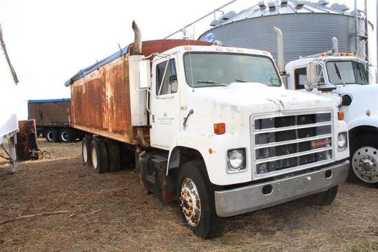 1986 International S2300 Grain Truck - 20' Dump Grain Body - Cummins Engine - 10 Speed Transmission