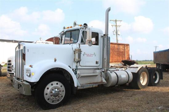 1982 Kenworth Day Cab Truck Tractor - Caterpillar 3406 Engine - 13 Speed Transmission - Tandem Axle