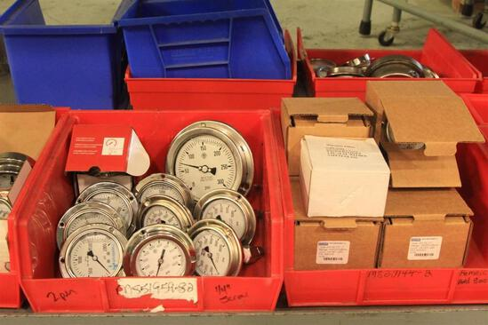 Lot of pressure gauges up to 30,000 PSI, bevel mount and stem mount