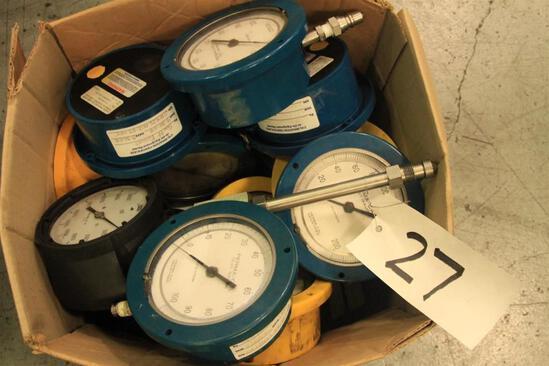 Lot of test gauges