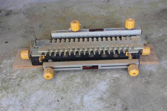 Craftsman Industrial Deluxe Dovetail Fixture
