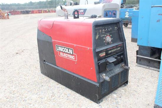 Lincoln Electric Ranger 250 (SN: 1725-6 10953V1030920917) Showing 2,393 Hours