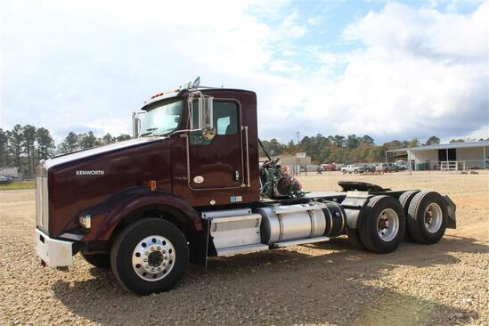 2015 KENWORTH T800 DAY CAB
