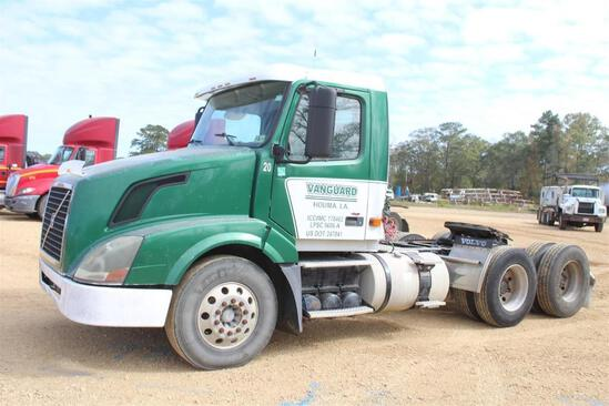 2008 VOLVO DAY CAB