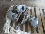 PALLET OF (3) ADJUSTABLE GEARED ARMS