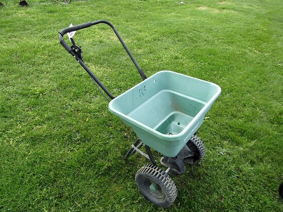 Green Thumb Broadcast Spreader