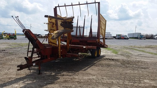 New Holland 1037 Stack Wagon