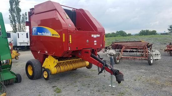 New Holland BR7070 Round Baler