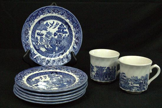 6 Royal Wessex Plates & 2 Blue Willow Cups