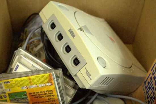Sega Dreamcast With 2 Controllers, 6 Games
