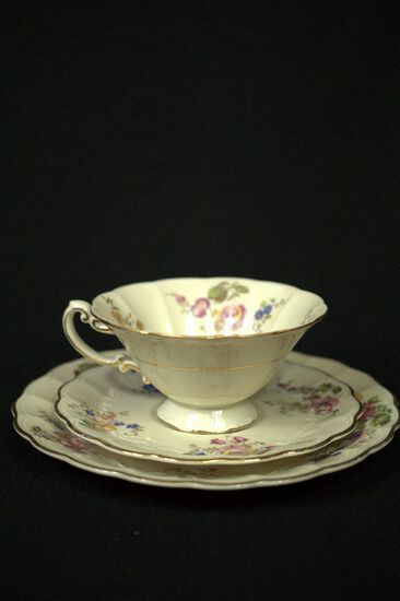 4 Single Tea Services, Cup, Saucer, & Plate