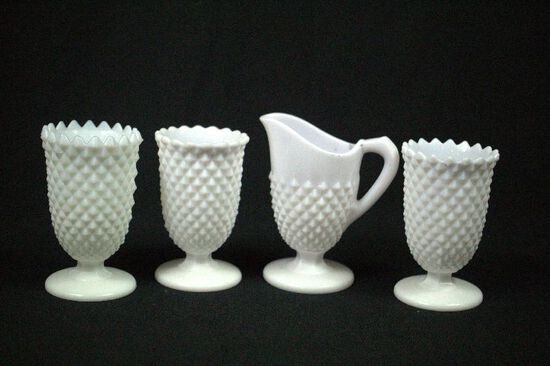 4 Pieces of Diamond Pattern Milk Glass