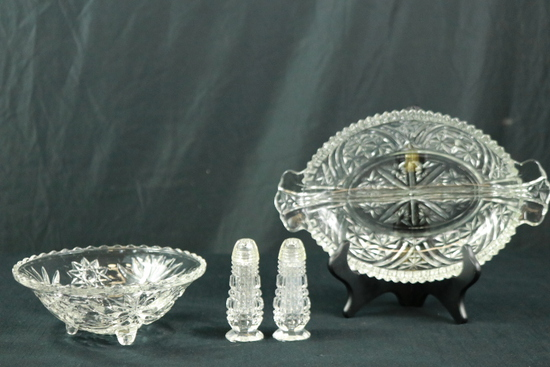Salt/Pepper, Divided Tray, Footed Tray
